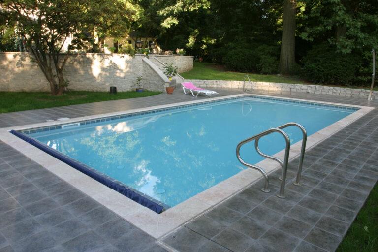 Vinyl Liner In ground pool by Aquarius Pools and Spas